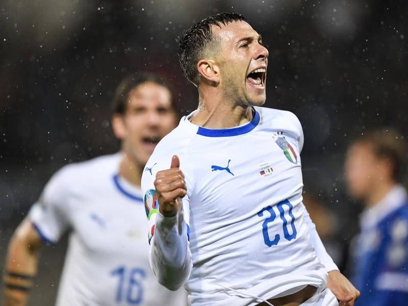 Taliansky futbalista Federico Bernardeschi sa teší po strelení gólu