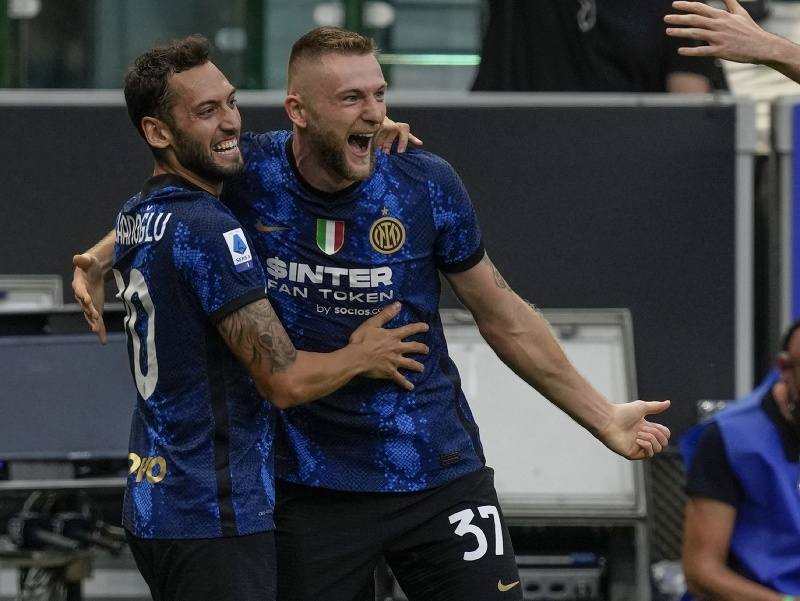 Milan Škriniar a jeho gólové oslavy so spoluhráčmi
