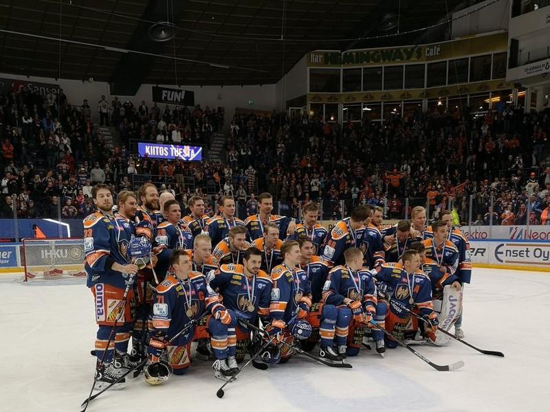 Tím Tappara Tampere s bronzovými medailami