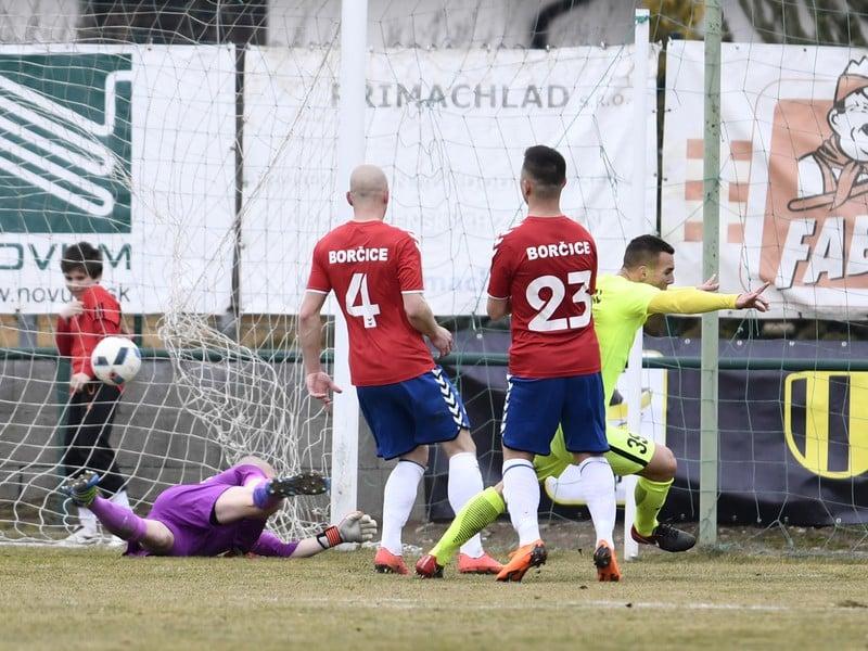 Na snímke hráči TJ Iskra Borčice v štvrťfinále Slovnaft Cup-u proti MŠK Žilina