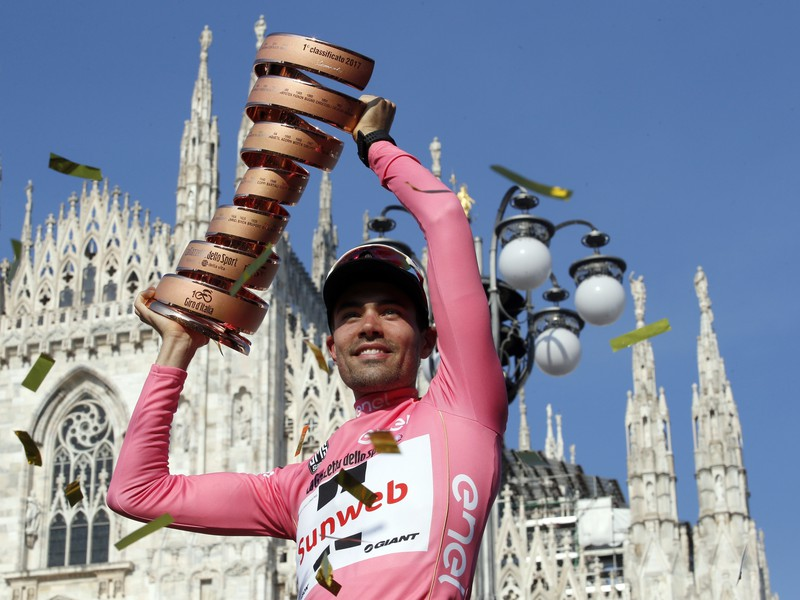 Tom Dumoulin s trofejou