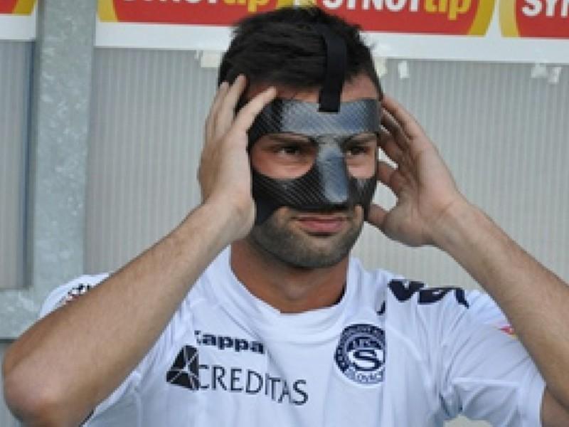 Tomáš Košút s maskou