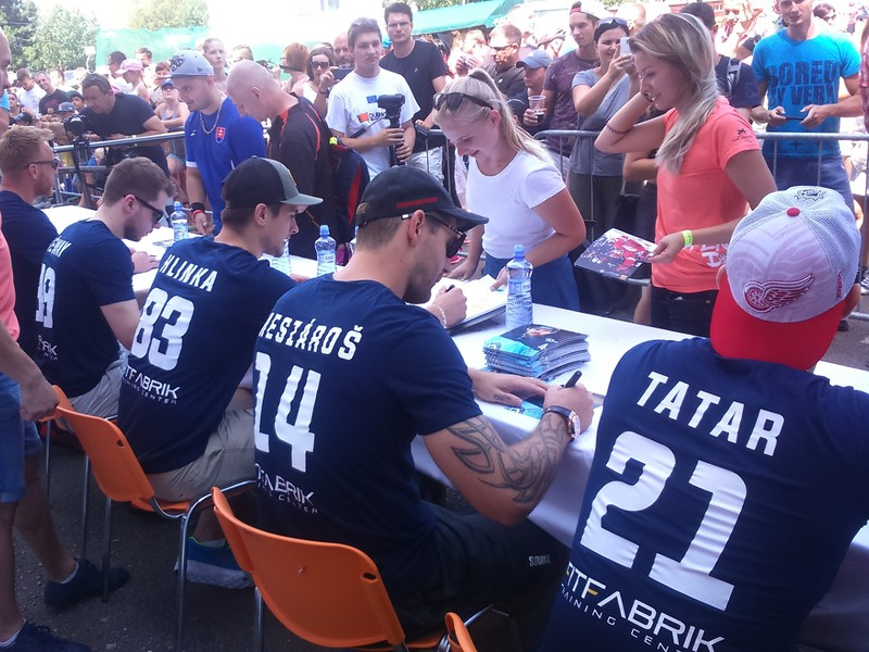 Autogramiáda najväčších slovenských hokejových hviezd
