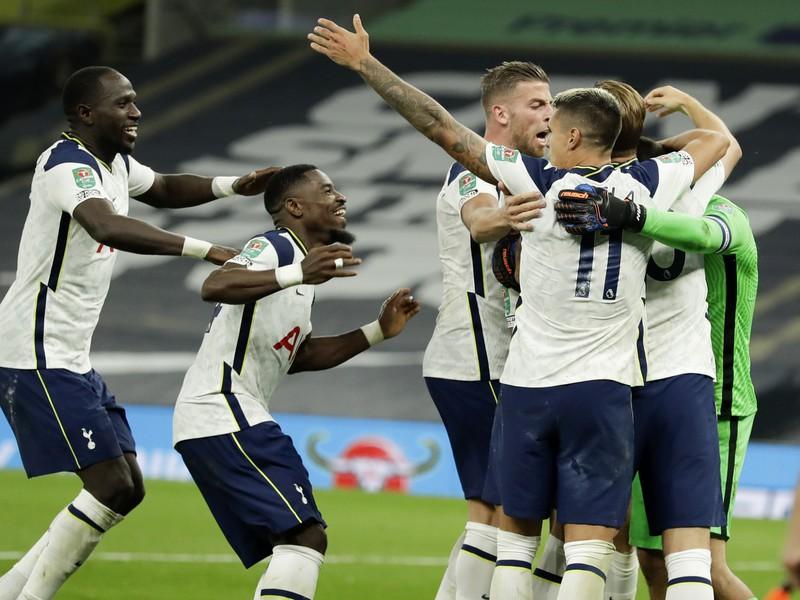 Hráči Spurs oslavujú víťazstvo nad Chelsea