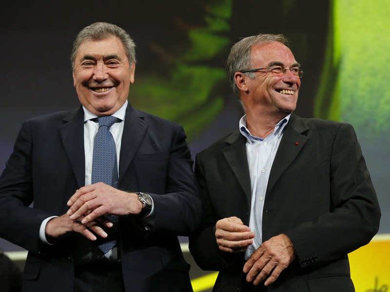 Na snímke päťnásobní víťazi Tour de France (Tdf) zľava Eddy Merckx z Belgicka a  Bernard Hinault z Francúzska