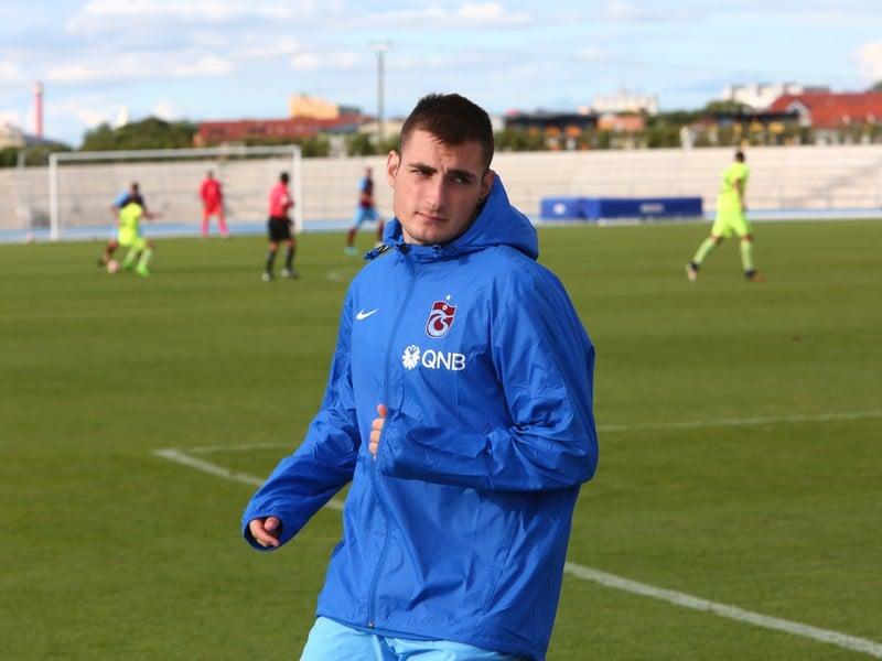 Matúš Bero pri rozcvičke počas prípravného zápasu Trabzonsporu s MŠK Žilina