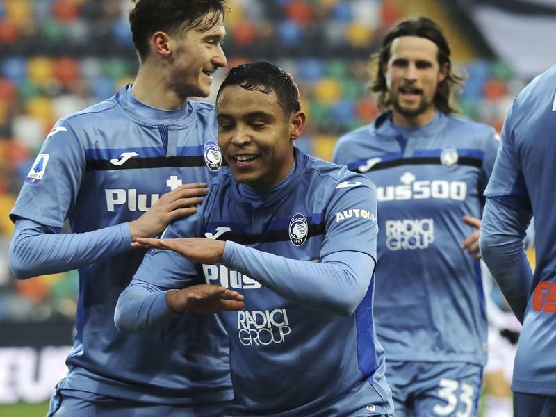 Futbalisti Atalanty oslavujú gól