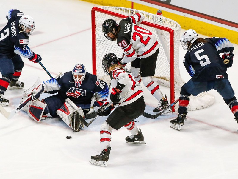 Momentka zo zápasu medzi USA a Kanadou