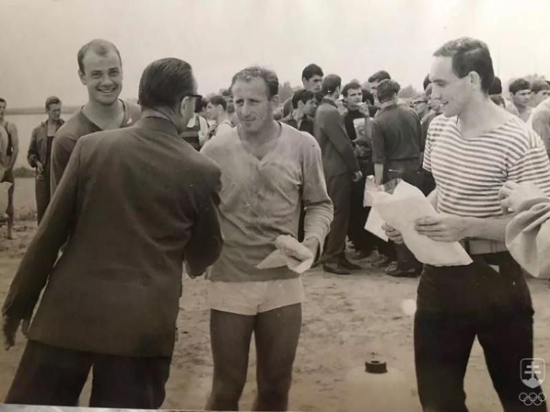 Na fotografii z Reiskupovho memoriálu veslárov v roku 1967 zľava Hurtala, Bača a Račanský.