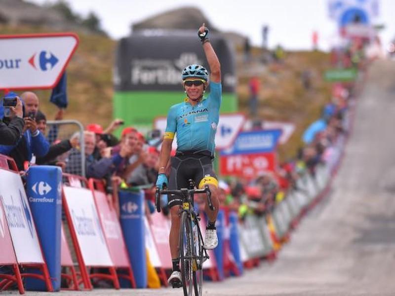 Miguel Ángel López a jeho víťazné oslavy v cieli etapy