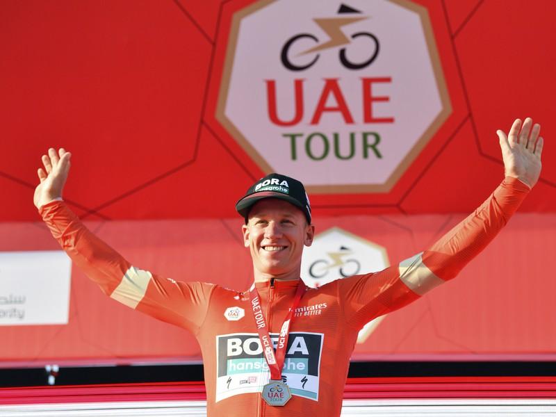 Nemecký cyklista Pascal Ackermann sa teší z víťazstva v prvej etape
