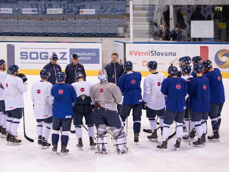 Hráči slovenskej hokejovej reprezentácie počas tréningu
