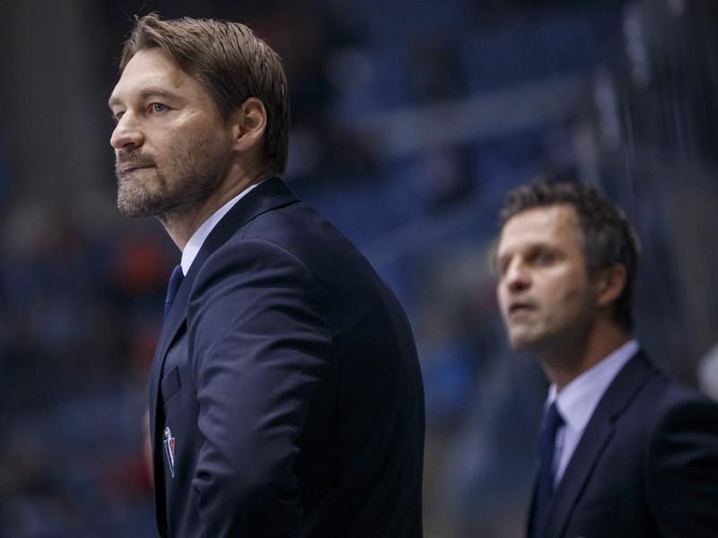 Tréner HC Slovan Bratislava Vladimír Országh a jeho asistent Róbert Petrovický