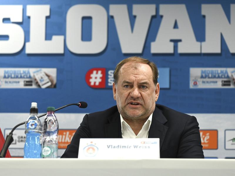 Na snímke nový tréner futbalového klubu ŠK Slovan Bratislava Vladimír Weiss