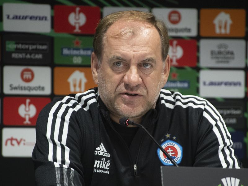 Vladimír Weiss počas tlačovej konferencie pred 1. zápasom skupinovej fázy Európskej konferenčnej ligy UEFA ŠK Slovan Bratislava - FC Kodaň