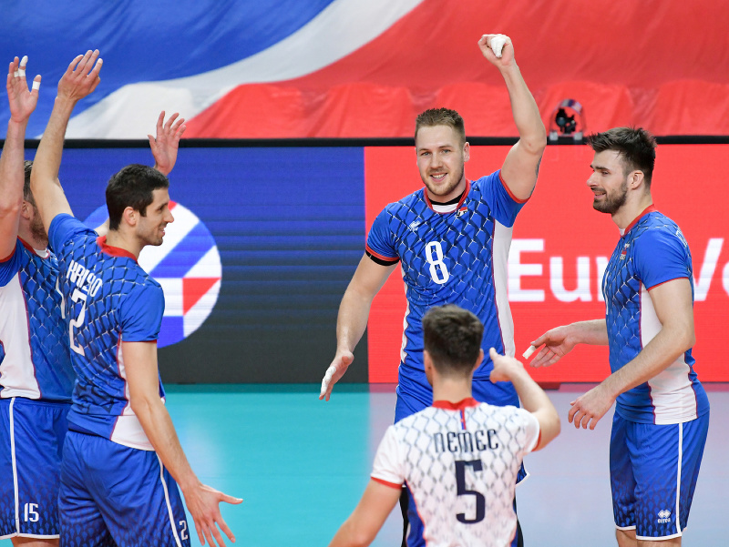Na snímke radosť hráčov Slovenska po vyhratom prvom sete v zápase 1. turnaja kvalifikácie E- skupiny ME 2021 vo volejbale mužov Slovensko -  Rumunsko