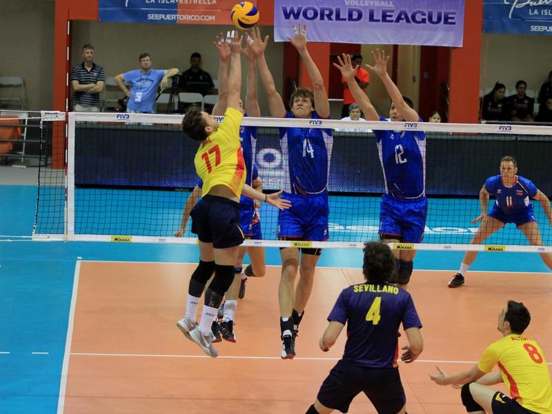 Slovenskí volejbalisti v súboji so Španielskom