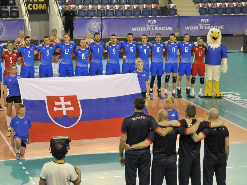 Volejbalisti Slovenska pred začiatkom zápasu s Japonskom