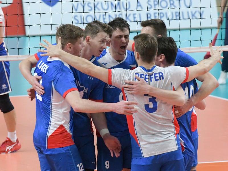 Na snímke radosť hráčov Česka po vyhratom prvom sete v prípravnom zápase vo volejbale mužov Slovensko - Česká republika