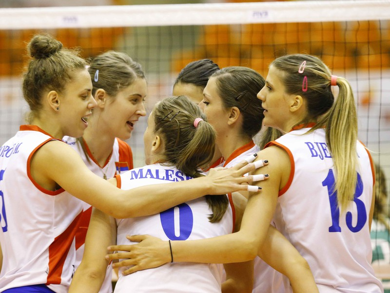 Oslavy srbských volejbalistiek po zisku bodu