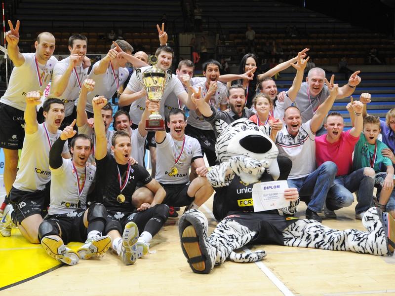 Volejbalisti Volley Team a ich oslava majstrovského titulu