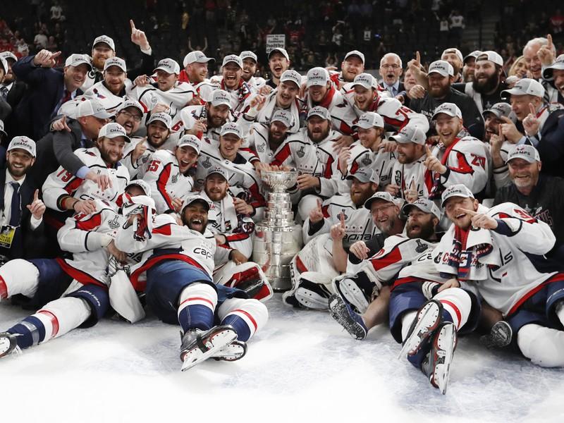 Obrovská radosť hráčov Washingtonu zo zisku Stanley Cupu
