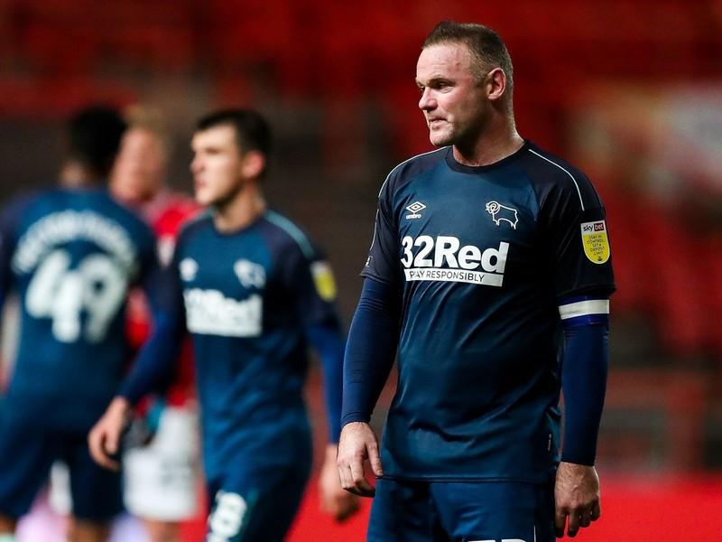 Sklamaný Wayne Rooney
