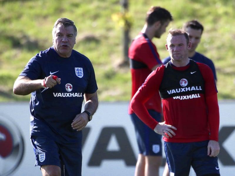 Tréner Sam Allardyce a kapitán Wayne Rooney