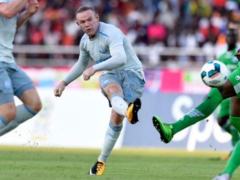 Wayne Rooney strieľa gól po svojom návrate do Evertonu