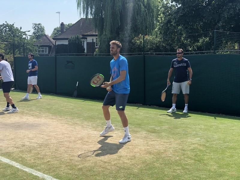 Norbert Gombos počas tréningu na Wimbledone