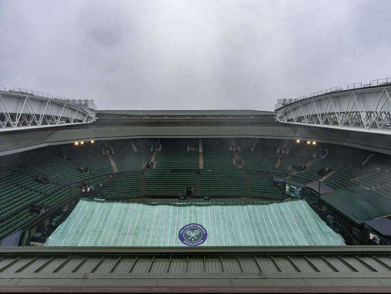 Prvý hrací deň Wimbledonu komplikuje dážď