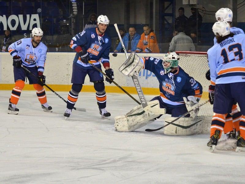Zľava: Dávid Buc z tímu Šatan, Branislav Mezei z tímu Bondra a Lars Volden z tímu Bondra