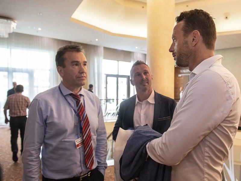 Žigmund Pálffy, Ľubomír Višňovský a šéf Pro-Hokeja Richard Lintner pred rokovaním volebného kongresu SZĽH