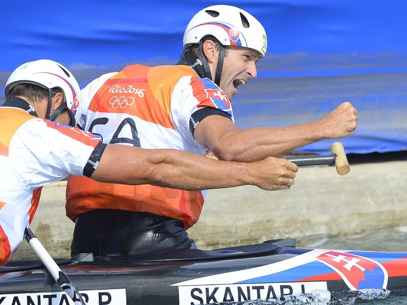 Na snímke slovenskí deblisti Ladislav a Peter Škantárovci