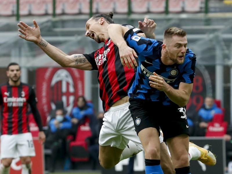 Zlatan Ibrahimovič a Milan Škriniar v súboji