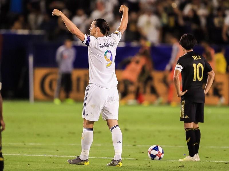 Zlatan Ibrahimovič a Carlos Vela