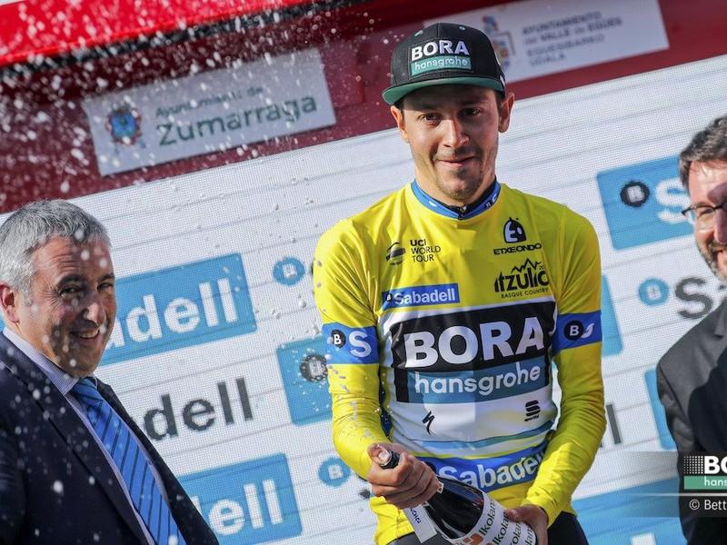 Nemec Emanuel Buchmann z tímu Bora-Hansgrohe sa stal víťazom 5. etapy na cyklistických pretekoch Okolo Baskicka