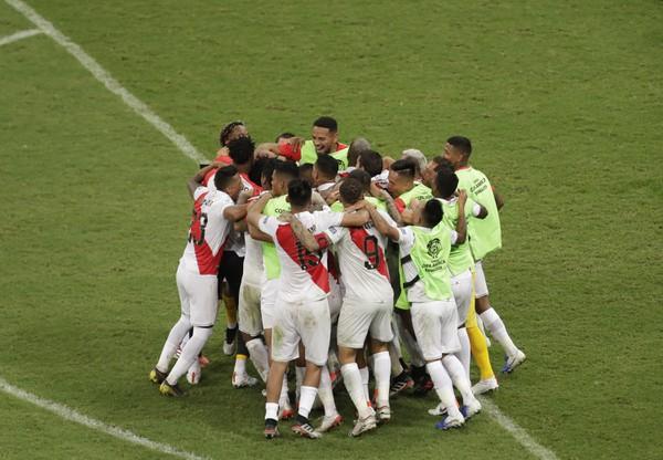 Futbalisti Peru postúpili do