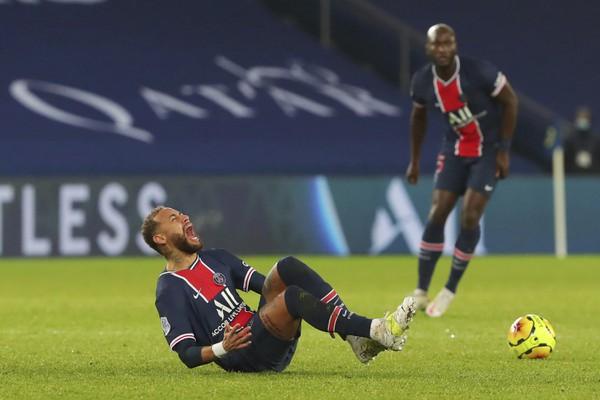 Neymar opustil ihrisko na