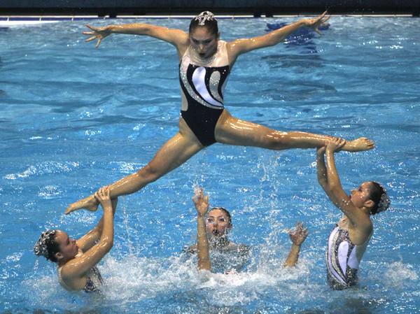 Synchronizované plavkyne dokážu predviesť