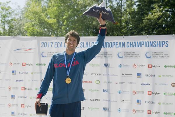 Alexander Slafkovský so zlatou