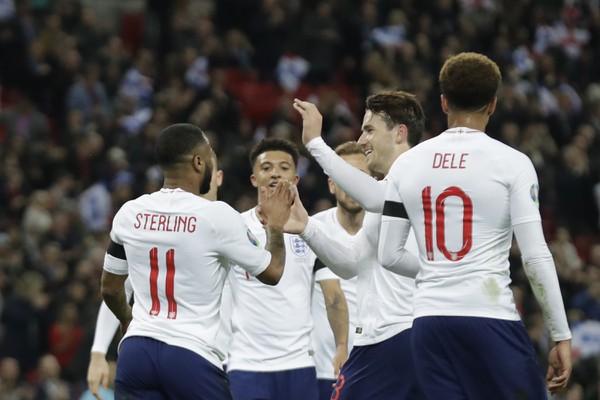 Radujúci sa Angličania