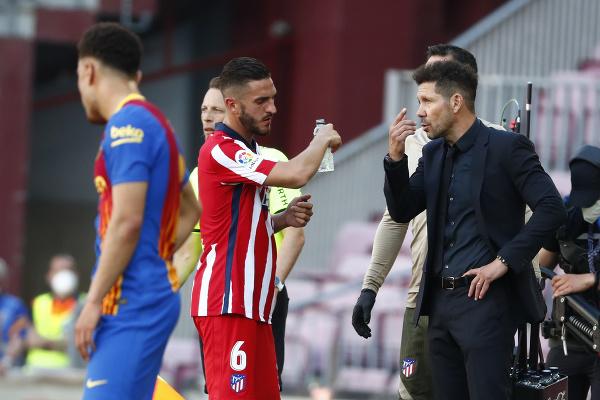 Diego Simeone rozdáva pokyny
