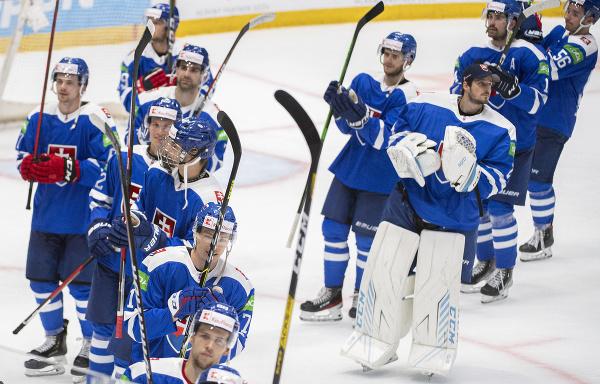 Slovenskí hokejisti ďakujú divákom