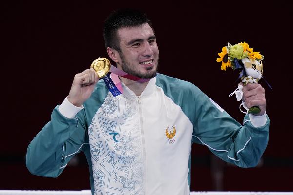 Uzbecký boxer Bachodir Džalolov