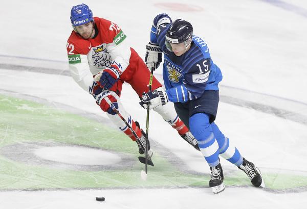 Český hokejista Filip Chytil