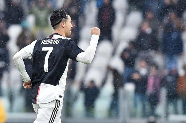 Cristiano Ronaldo oslavuje penaltový