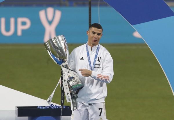Cristiano Ronaldo oslavuje zisk