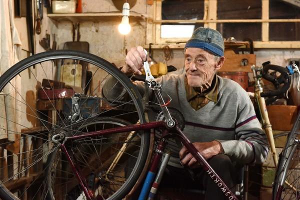 82-ročný Russ Mantle sa