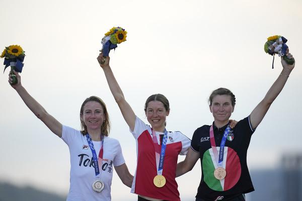 Anna Kiesenhoferová (v strede)